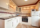 Modern kitchen with full size oven and fridge freezer in Wavesurfer Bungalow