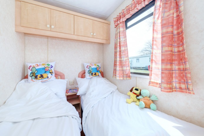 Twin Bedroom in Blue Reef 3 Bedroom Pet Friendly Caravan at Welcome Family