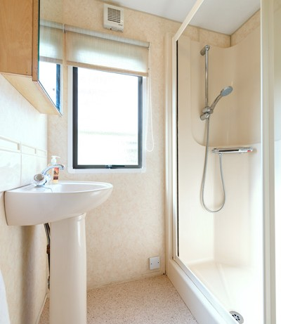 Shower Room in Blue Reef 3 Bedroom Pet Friendly Caravan at Welcome Family