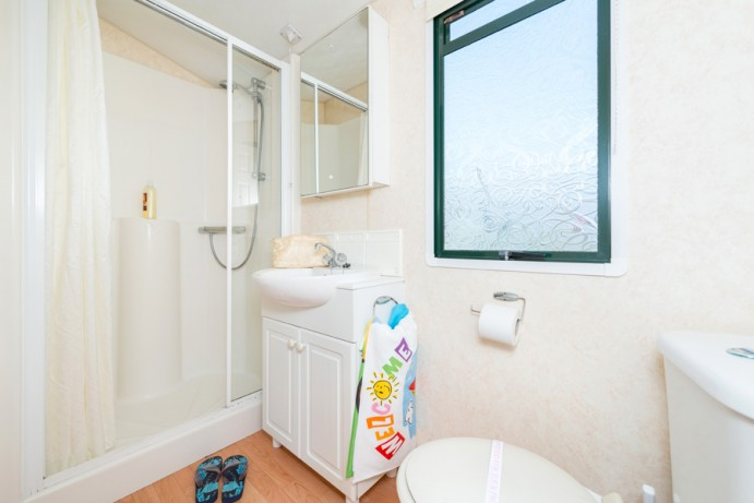 Shower room in Sunset Dog Friendly 2 bedroom Holiday Caravan