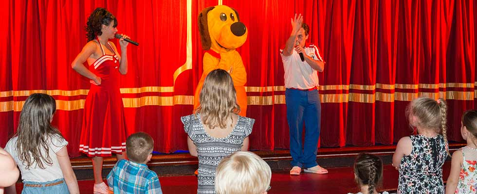 Dougie Dog and the entertainers on stage for kids entertainment at Welcome family Holiday Park